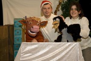 """Wie es """"Mama Muh"""" schafft, mit der frechen Krähe ein schönes Weihnachtsfest zu feiern, kann man in Kommern sehen. Bild: Michael Thalken/Eifeler Presse Agentur/epa"""