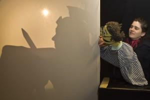 """Über alte Legenden und den Sinn des Teilens erzählt das Figurentheater """"spielbar"""" in """"Adventsgeschichten"""".  Bild: Tameer Gunnar Eden/Eifeler Presse Agentur/epa"""